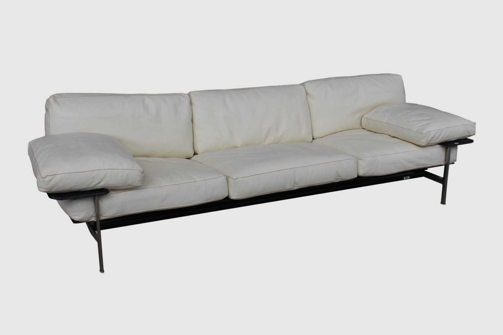 B b italia diesis leather sofa by antonio citterio wise for Antonio citterio moglie