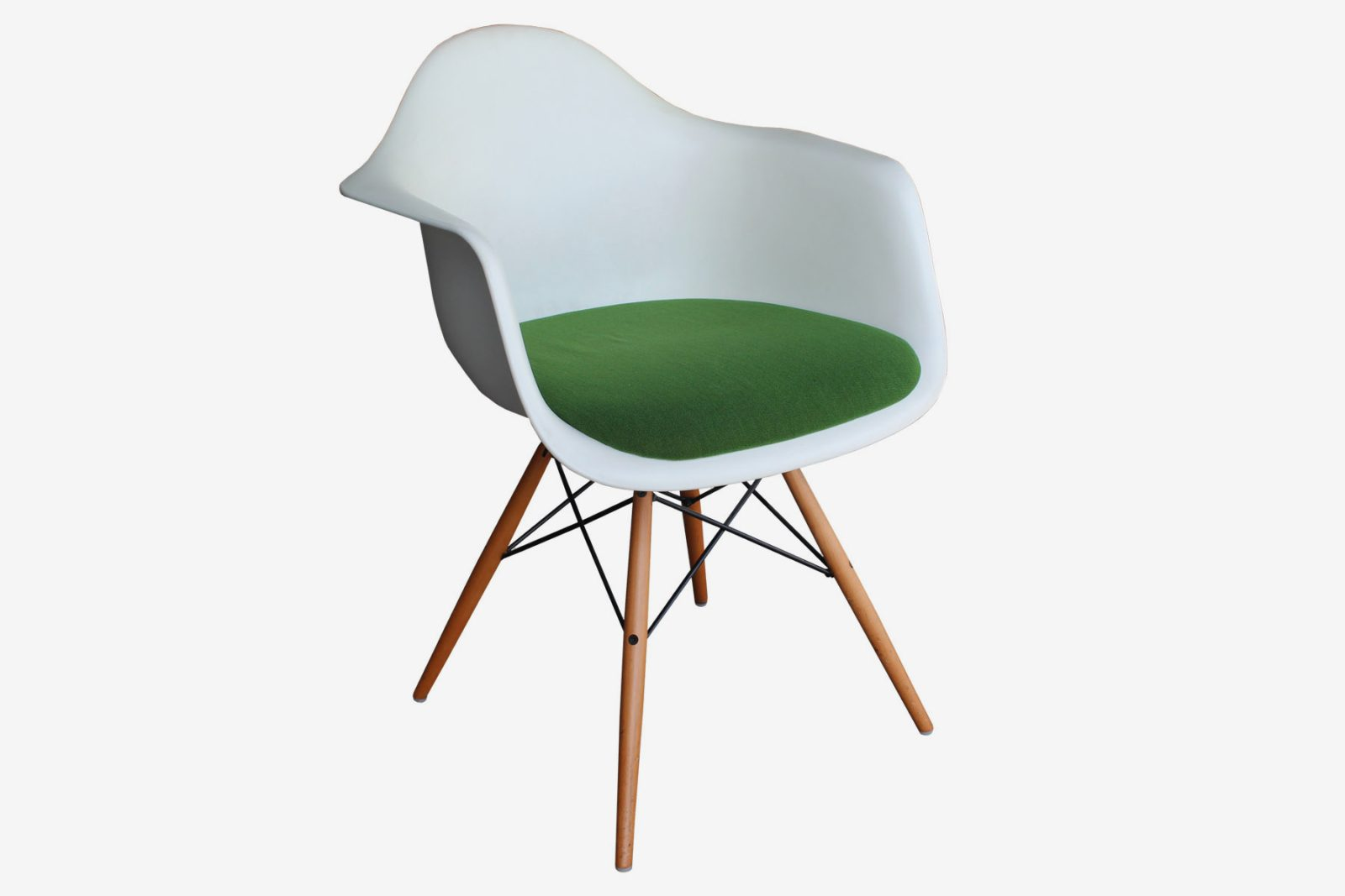 Vitra eames amazing vitra eames plastic chair pacc with for Vitra eames plastic armchair replica