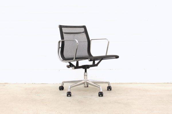 Eames Aluminium Group Management Chair Black Mesh1