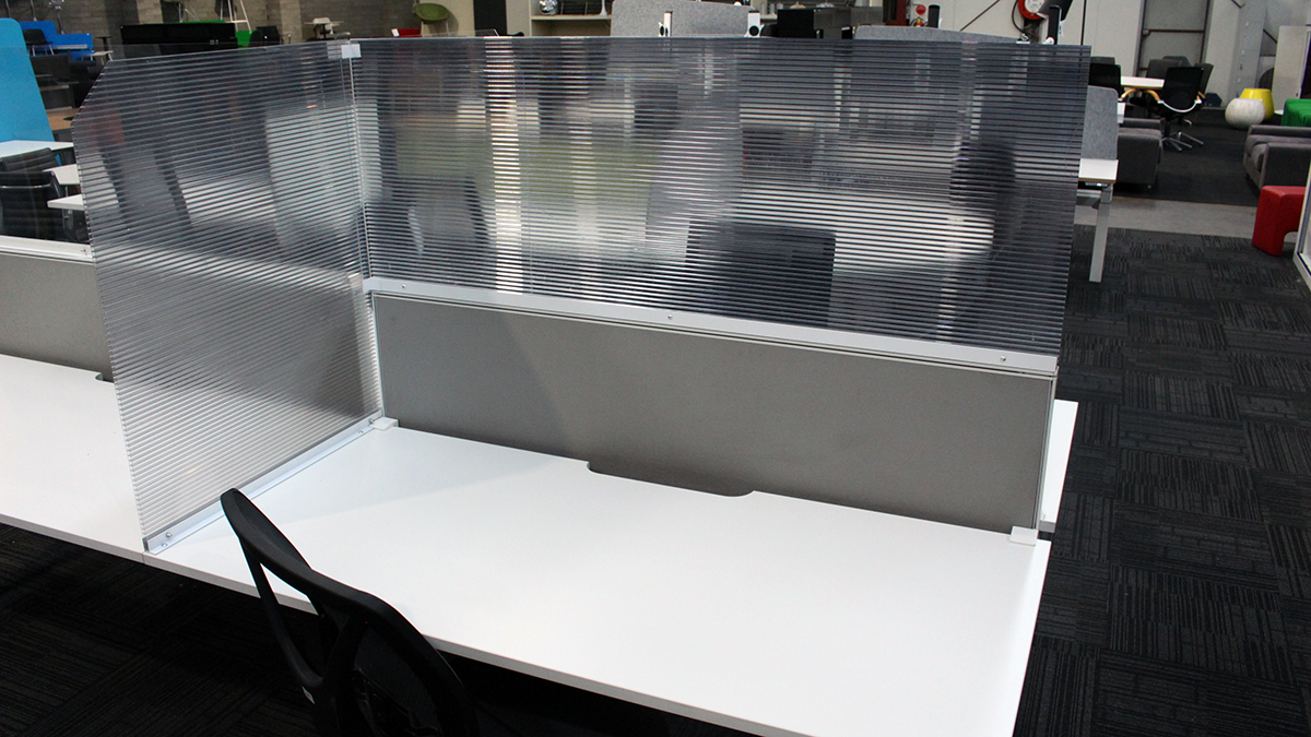 Sneeze screens for office workstations