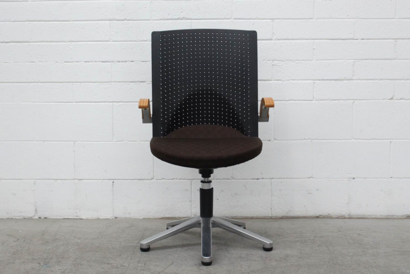 Picto swivel chair by Wilkhahn