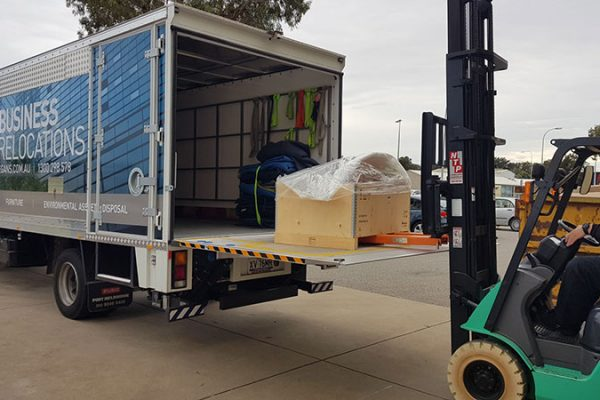 removals truck tail lift